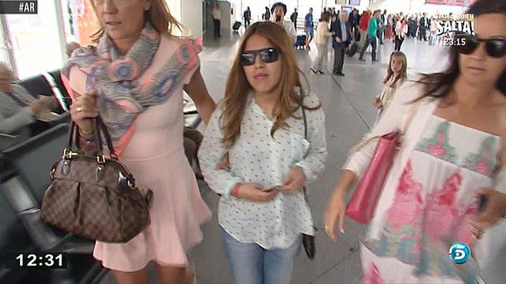 Chabelita, muy seria y sin querer hacer declaraciones a su llegada a Madrid