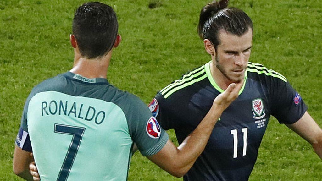 Cariñoso gesto de Cristiano con Bale al finalizar el Portugal-Gales