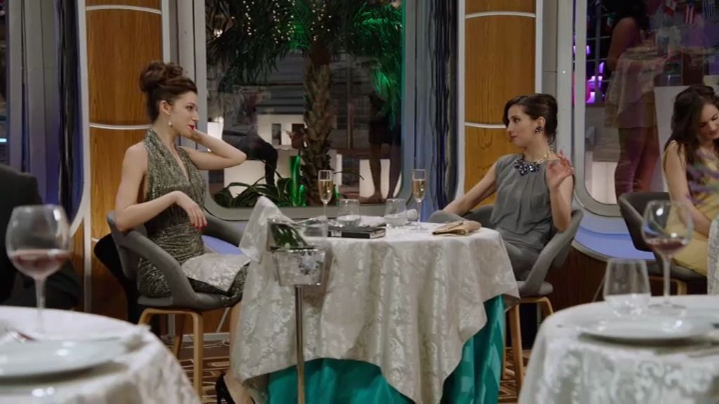 Cuca, la amiga pija de Natalia que no puede saber que trabaja como asistenta