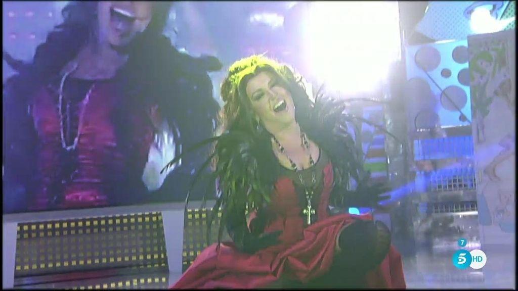 Lydia se monta una fiesta en el plató interpretando a Gloria Trevi