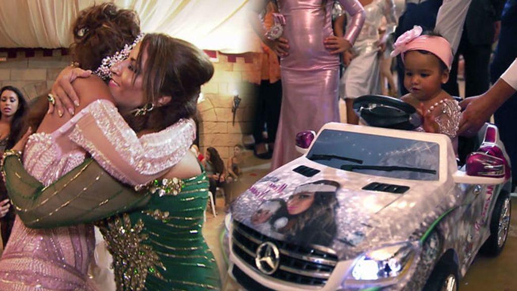 Noemí, impresionada con el coche que le ha regalado Raquel a su hija
