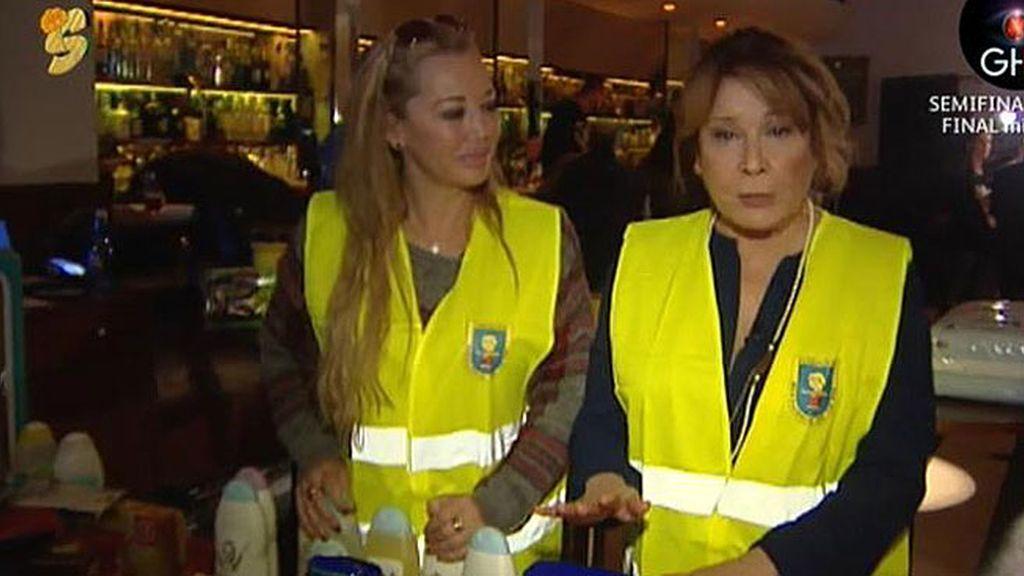 Mila y Belén colaboran en la recogida de alimentos para ayudar a familias necesitadas