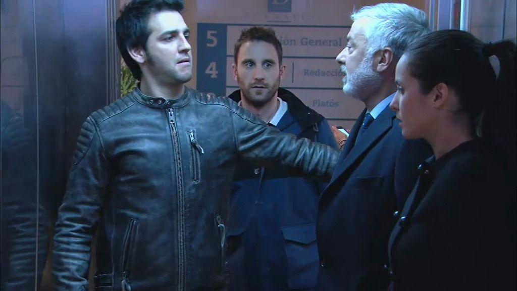 Bornay, Mario, Martina y los discursos de Juan, dentro de un ascensor