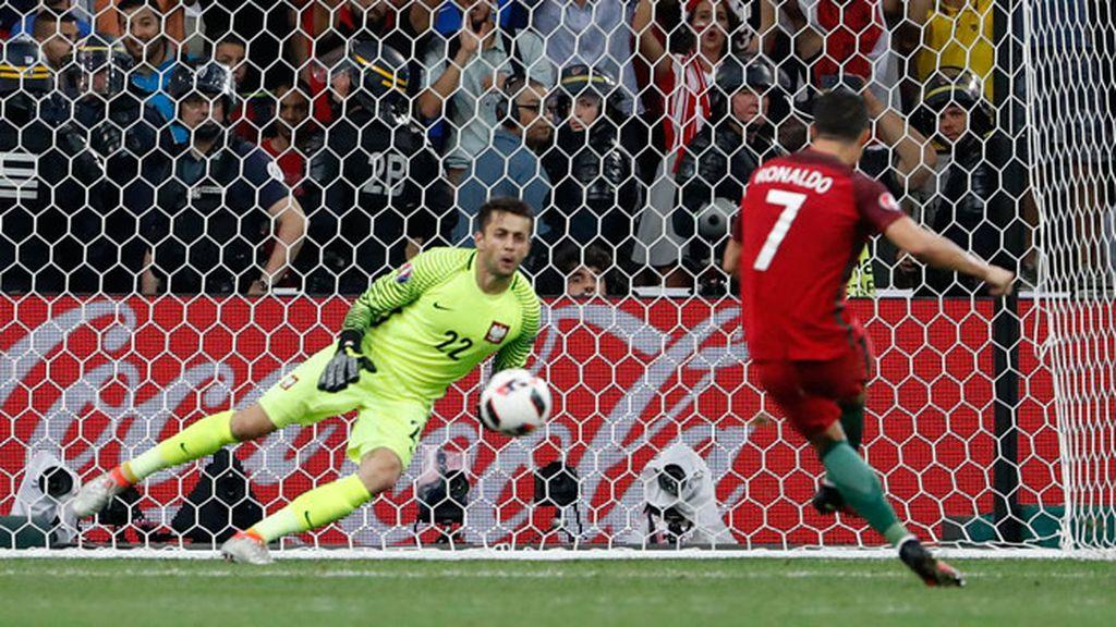 ¡Gol de Cristiano! El luso marcó el primer penalti de la tanda engañando al portero