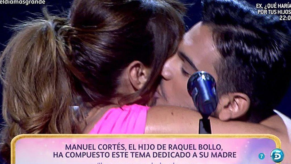Manuel Cortés sorprende a su madre con una canción compuesta para ella