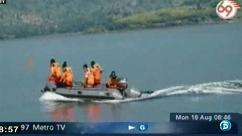 Naufraga un crucero en Indonesia