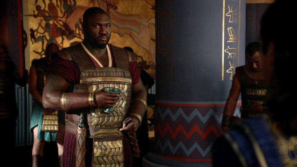 Tutankamón se enfrenta al general Horemheb y declara la guerra a los Mitani