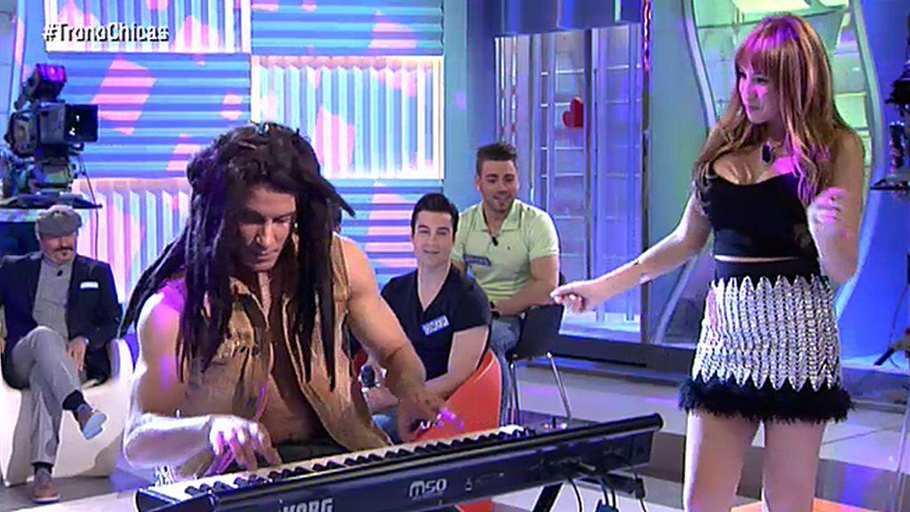 Luis también sabe tocar el piano