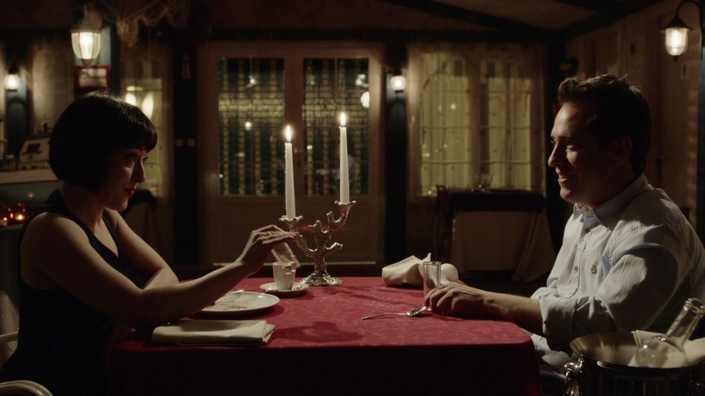 Vicente le prepara a Vicky una romántica (y moderna) cena en el chiringuito