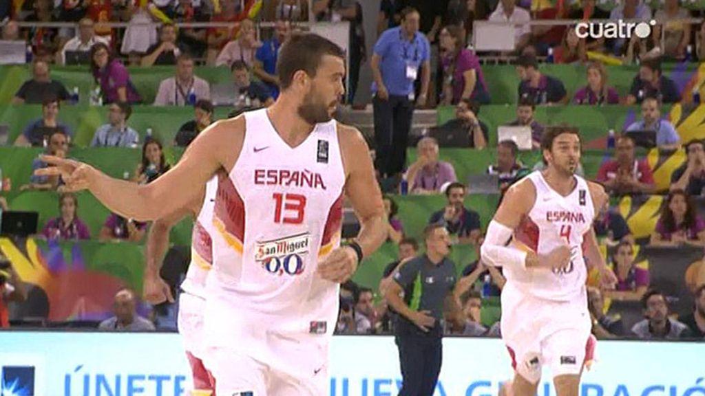 Navarro y Marc revientan la defensa de Francia con dos triples al inicio del segundo