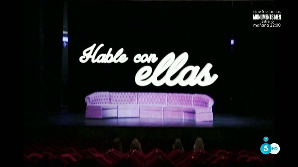 Soledad León de Salazar observa desde el palco a sus compañeras en 'Hable con ellas'