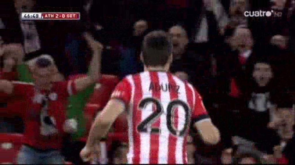 Aduriz marcó solo ante el portero (2-0)