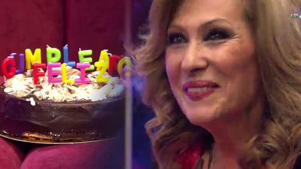 ¡Rosa Benito recibe un regalo de sus nietos por su 60 cumpleaños!