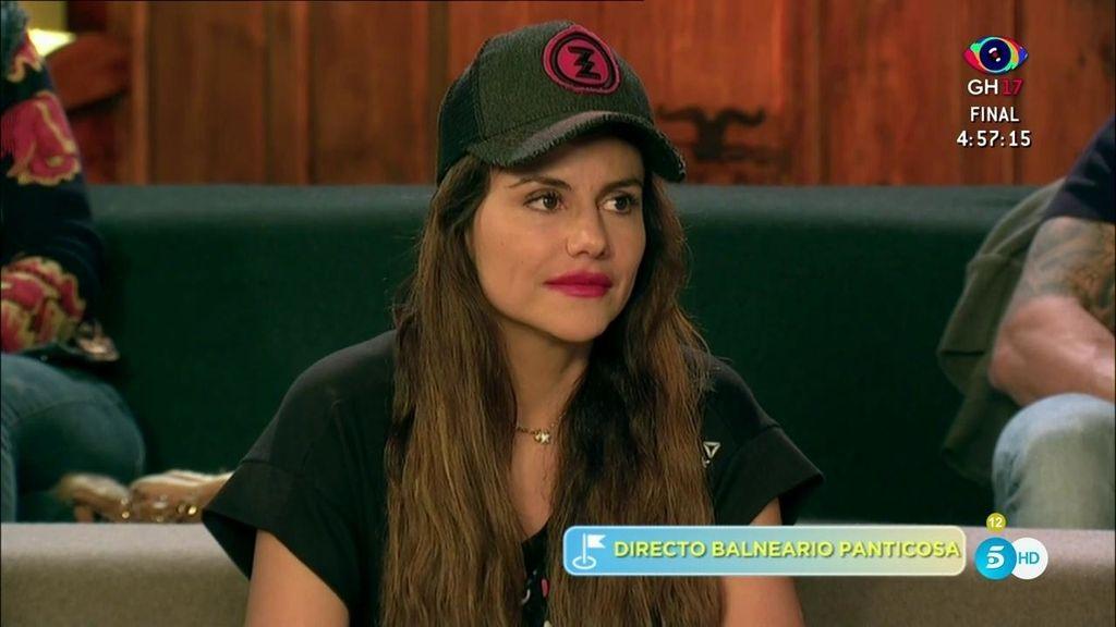Mónica Hoyos se escapa sin avisar al hotel de Carlos Lozano