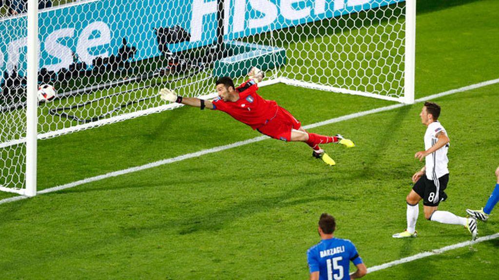 ¡Gol de Alemania! Buena jugada que acabó con el tanto de Özil (1-0)