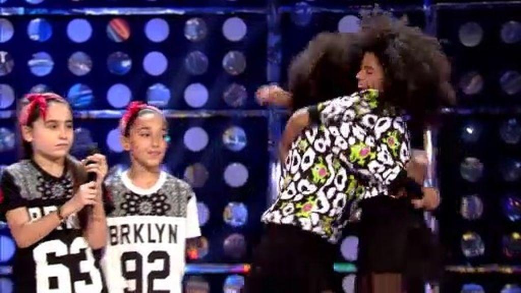 El jurado escoge a Laura y Giulia para el grupo de baile de la pandilla de la Dama