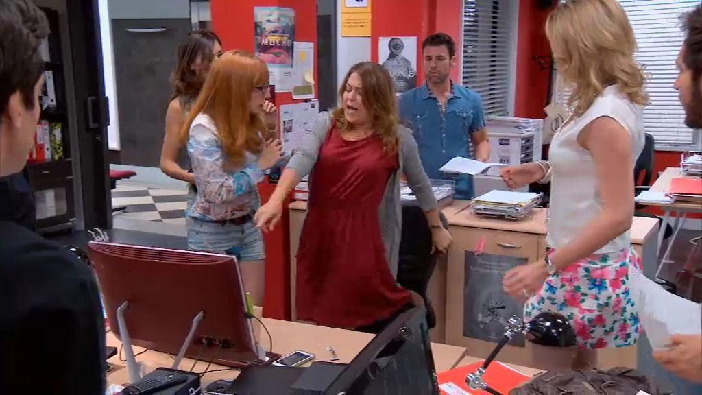 Lucía recibe un paquete 'bomba' de su admirador