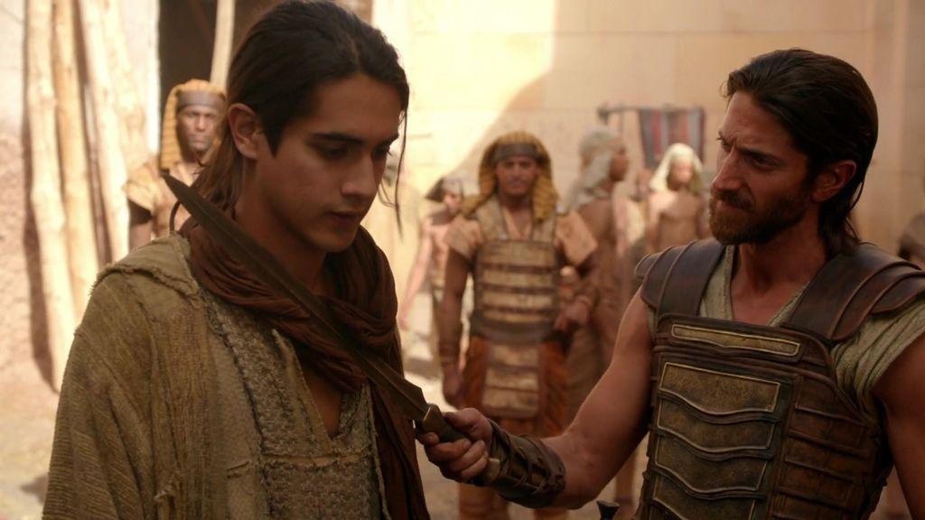 Tutankamón escapa una noche del palacio