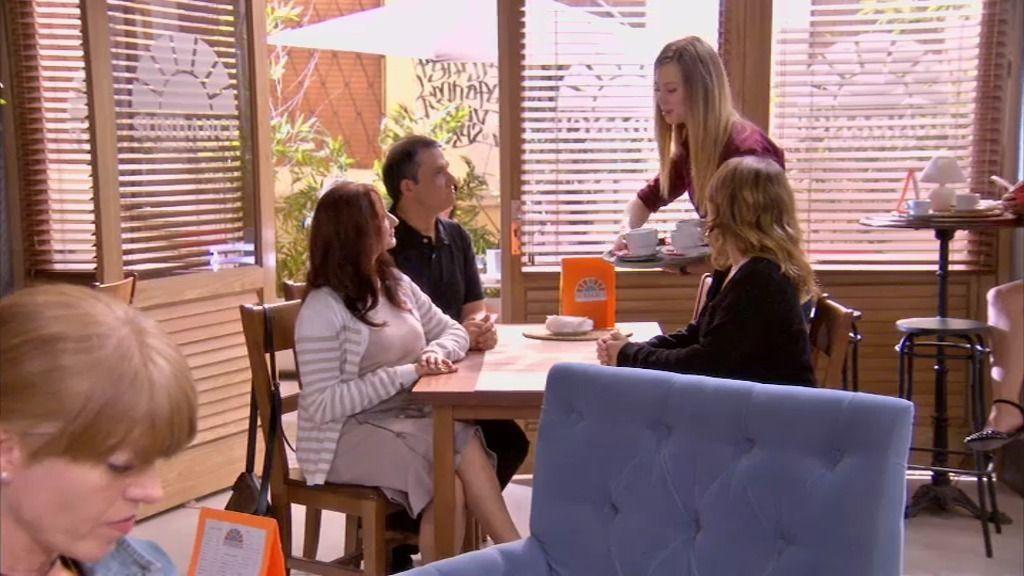 Lucía le pone las cosas claras a Fina, la madre de su 'falso' novio