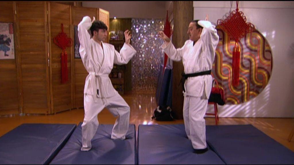 Mauricio soborna a Marquitos para que no le diga a su madre que no sabe nada de Judo