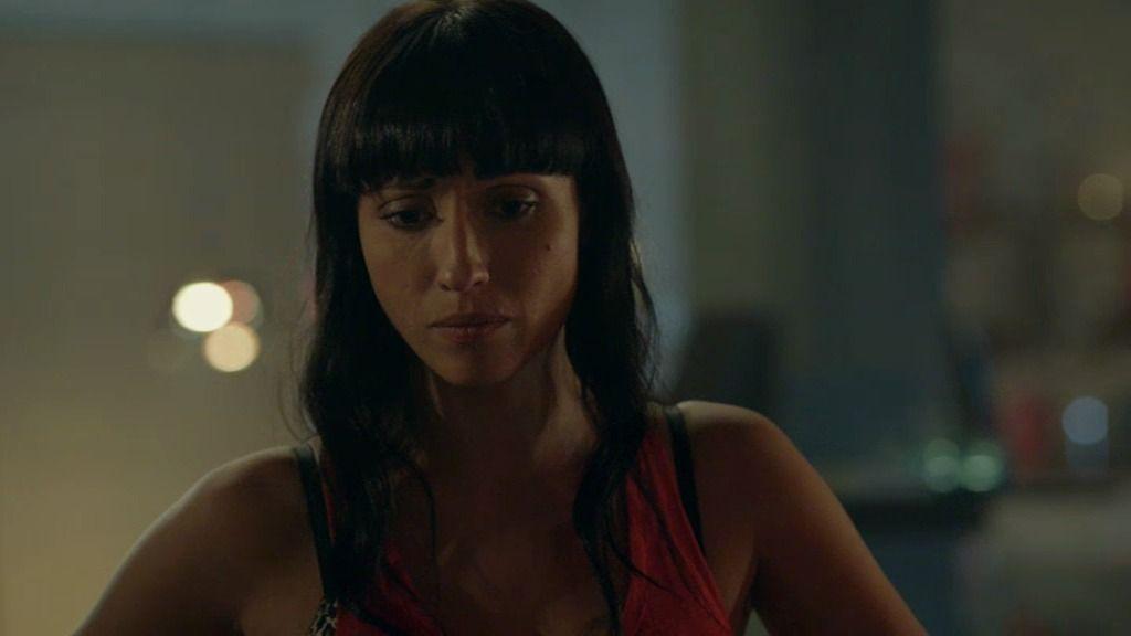 Ángela intenta convencer a Rosa para que termine su relación con Moisés