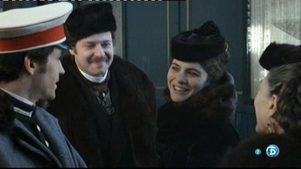Anna y Vronsky se ven por primera vez