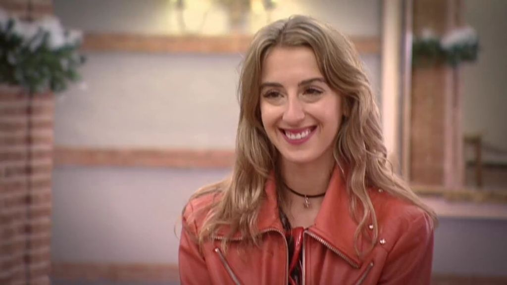 """Andrea, la nueva concursante, entra cantando: """"La música inspira mis looks"""""""