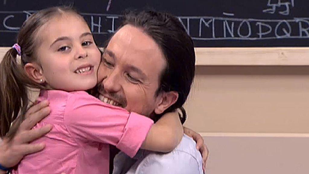 El abrazo de Luna a Pablo Iglesias