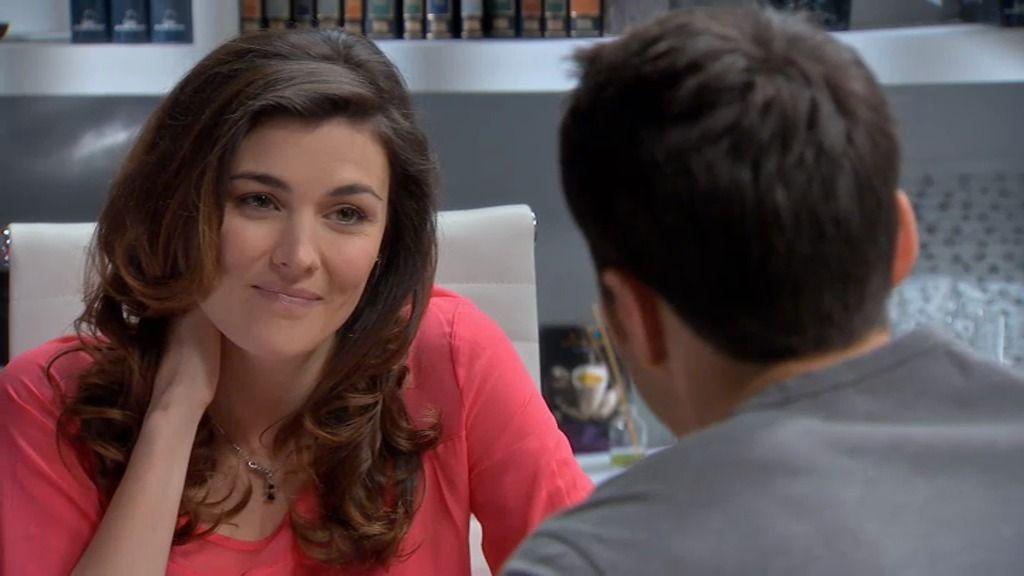Natalia, celosa al enterarse de que Raúl sale con una chica