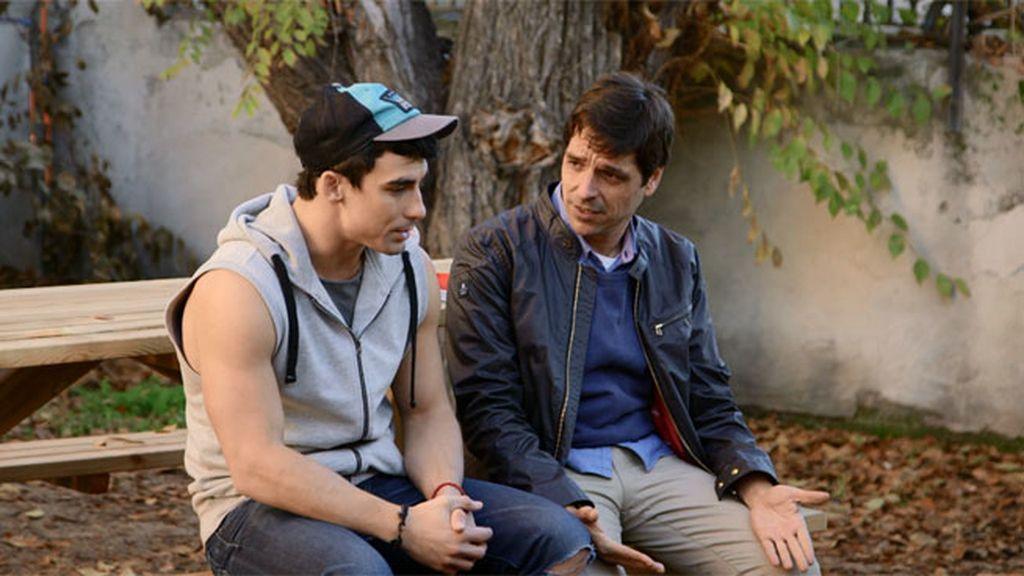 Gustavo le acaba confesando a André que le gusta Claudia, y mucho