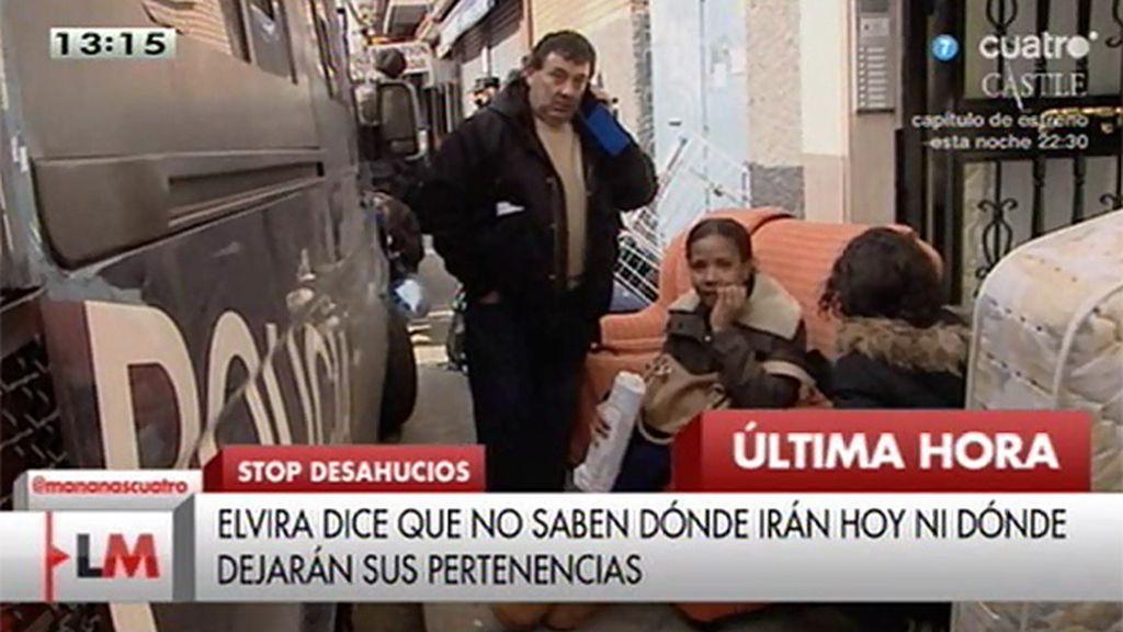 Hasta diez furgones de policía actúan en el desahucio de una familia con tres niños