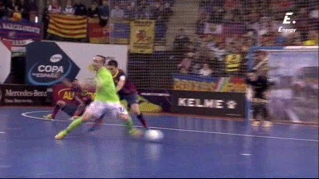 ¡Ricardinho hace el golazo de la Copa: pisa el balón, gira sobre sí mismo y tira de puntera!