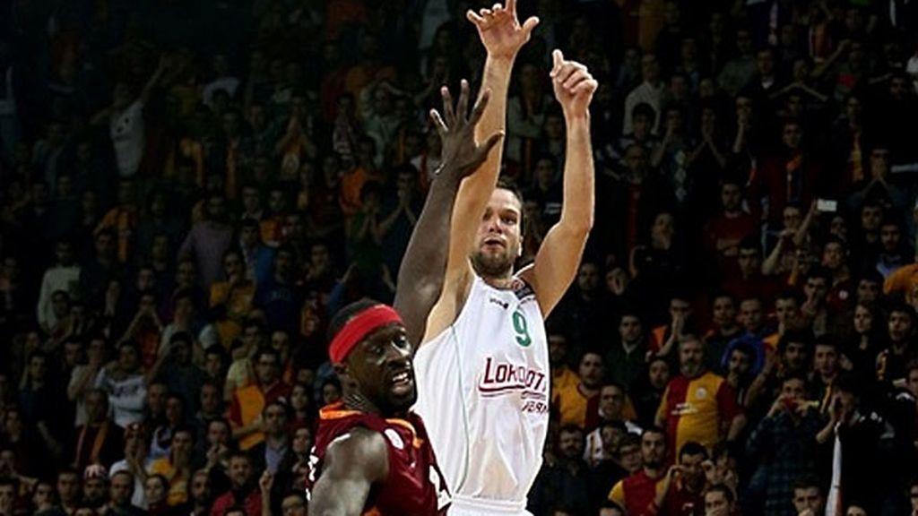 Kalnietis da la victoria al Lokomotiv ante en Estambul con un triple salvador