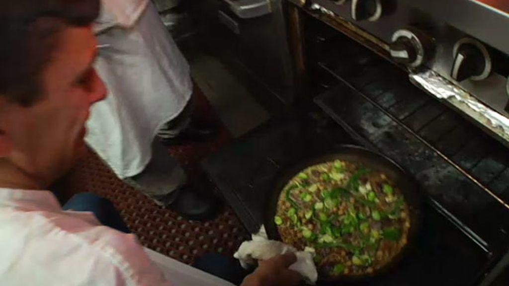 Astudillo, experto en paellas, nos enseña a preparar una paella con tortuga