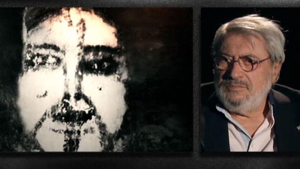 Salvador Ortega, el primero en comparar las caras con unas fotos de la familia de María