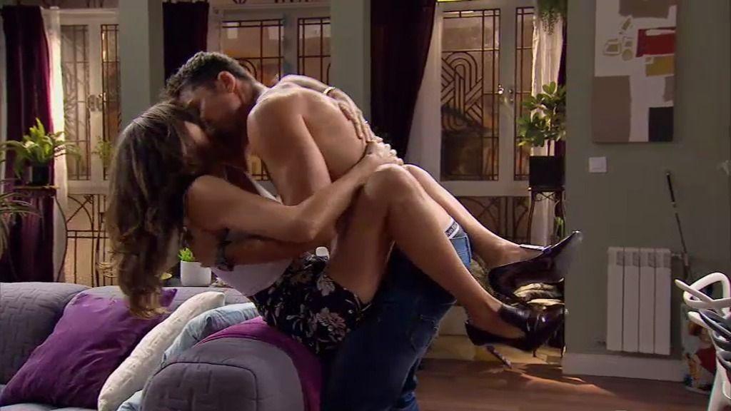 Raúl se enrolla con Natalia para comprobar que sólo le quiere para el sexo