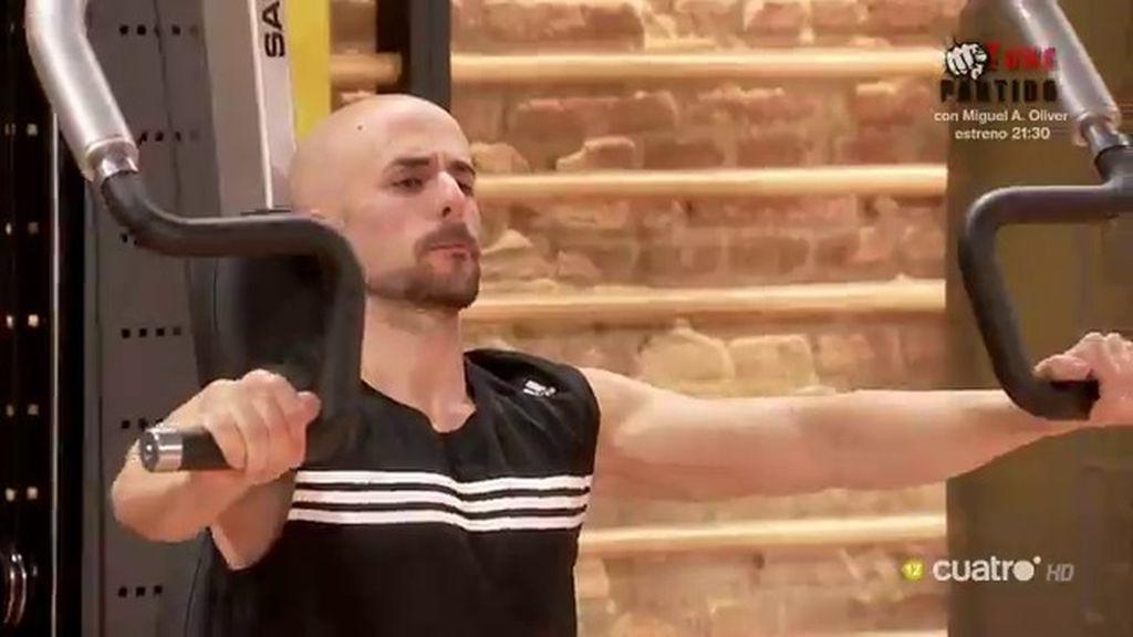 El primer cliente calvo del 'Gym Tony'