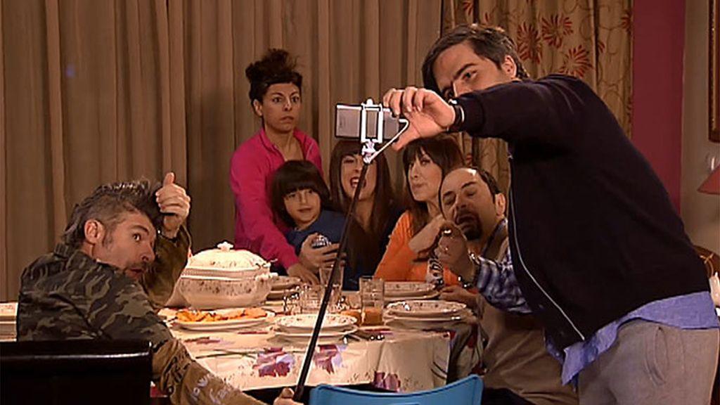 Dj Theo entiende el éxito del palo selfie