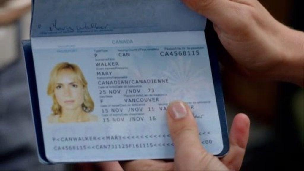 Marta Walraven consigue unos pasaportes falsos para huir