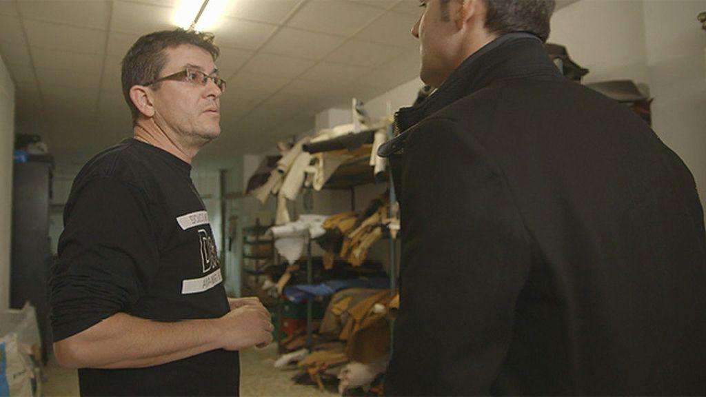 """Rafa, encargado de un taller de calzado: """"Piensa ¿estoy por gusto aquí teniendo a la gente sin contrato?"""""""