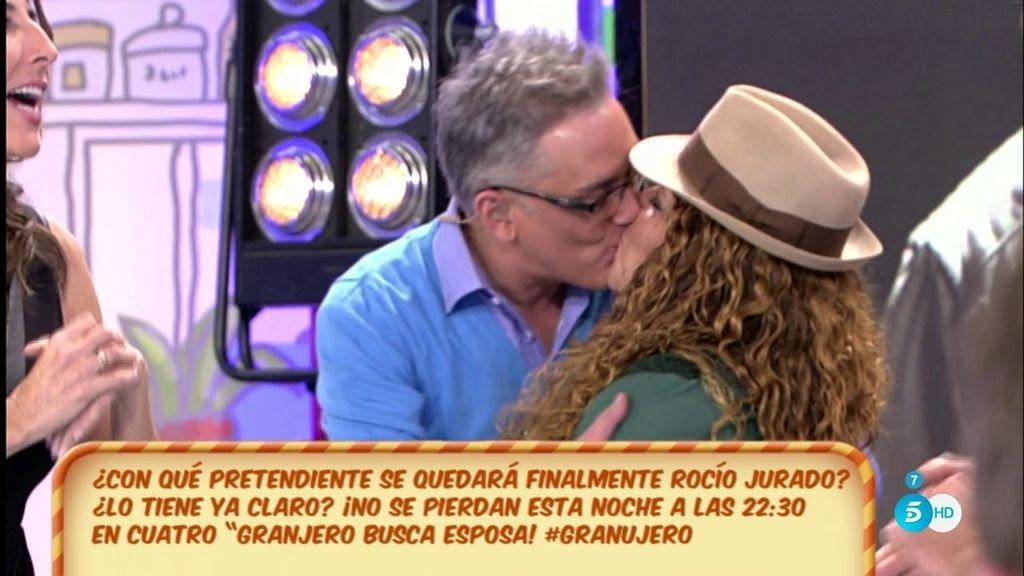Kiko Hernández besa apasionadamente a Rocío de 'Granjero busca esposa'