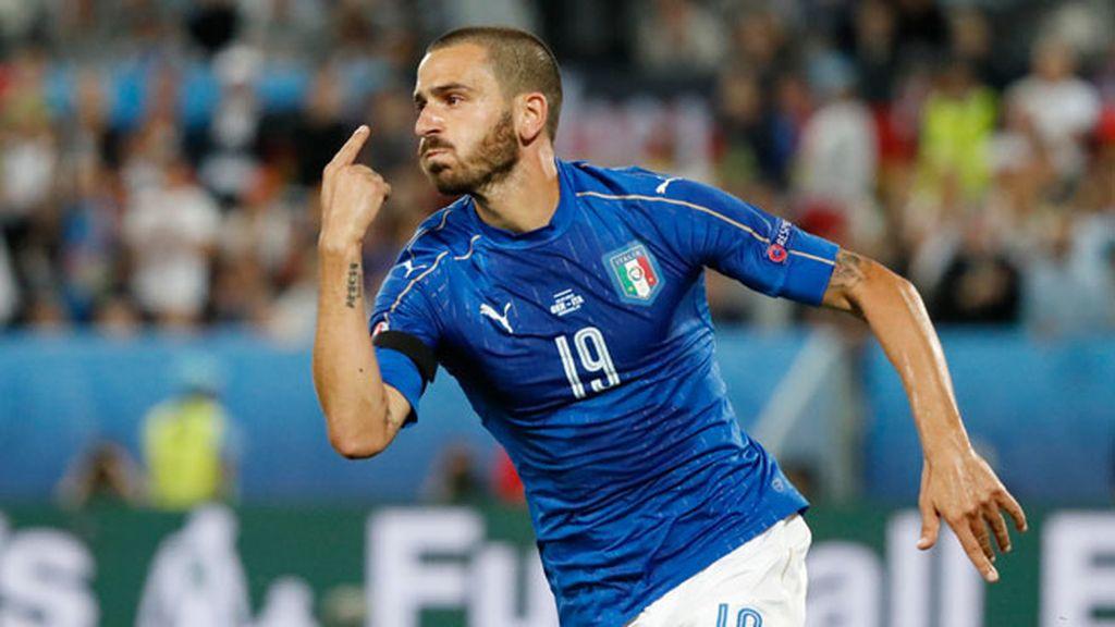 ¡Gol de Italia! Bonucci marcó el penalti cometido por Boateng para empatar el partido
