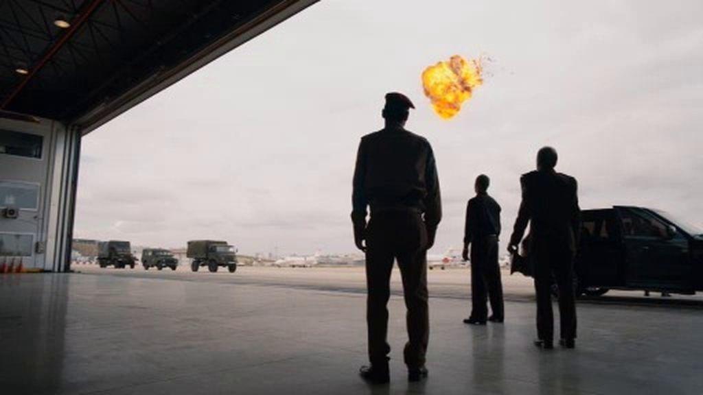 Jamal hace estallar un avión con parte de la Guardia de Élite y encarcela a su tío