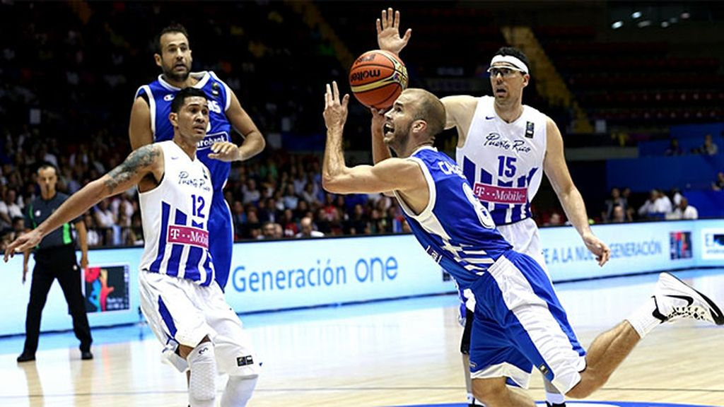 Calathes engaña a la defensa de Puerto Rico y anota en carrera