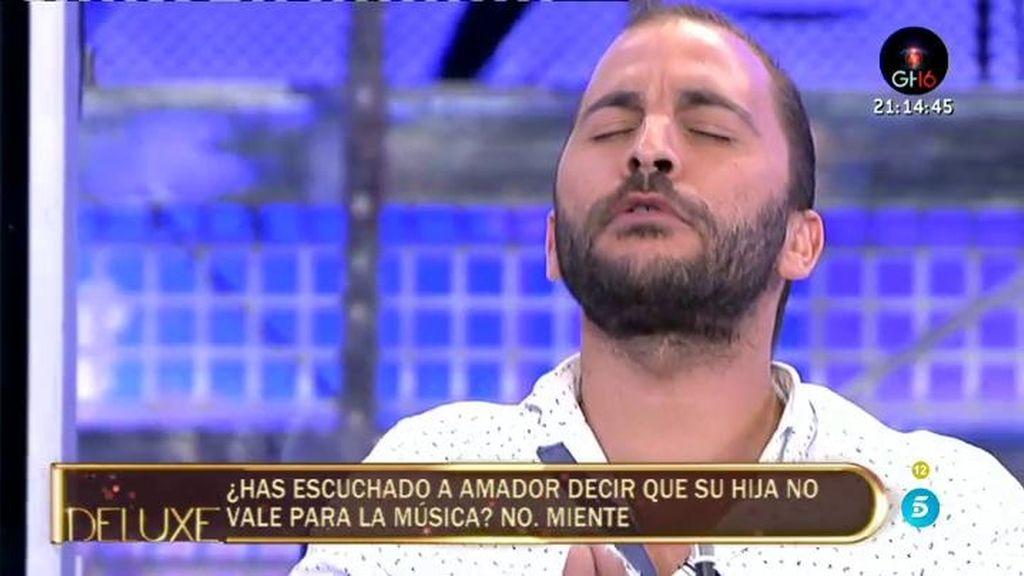 Antonio Tejado imita entre risas a Chayo Mohedano calentando para cantar