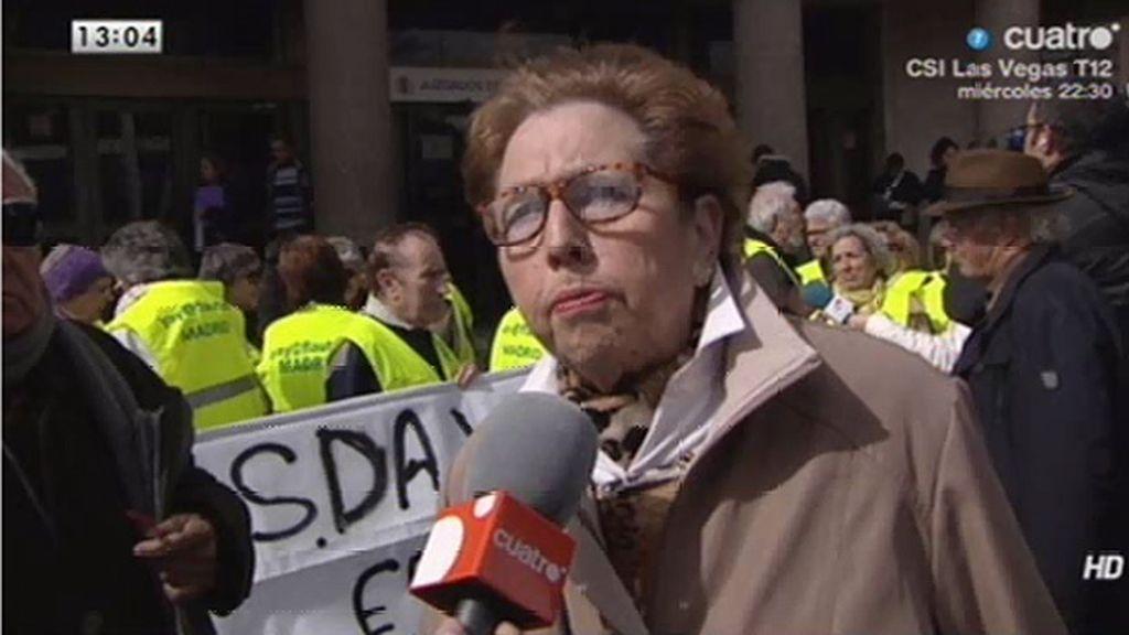 Ela, una yayoflauta, acusada de desórdenes públicos e insulto a la autoridad