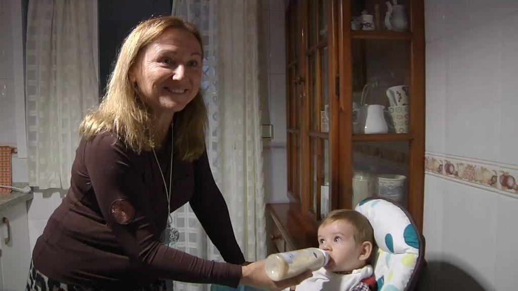 May es madre a sus 52 años de un bebé de tan sólo 7 meses