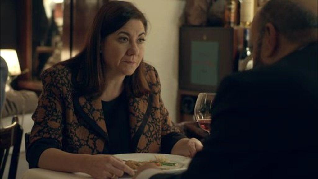 Carmen se encuentra con un viejo amor... y se deja llevar: ¿Una nueva pareja?