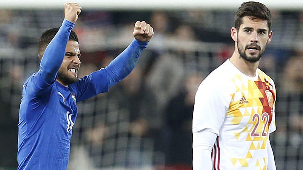 Italia caza una contra e Insigne mete la puntera para superar a David De Gea