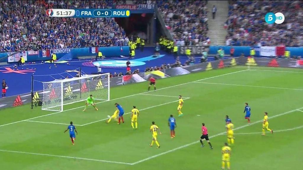 Giroud desaprovecha una ocasión clara que termina en parada del portero rumano